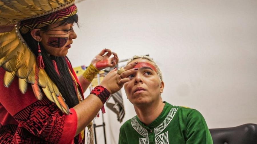 Maria Gadú diz que pausou carreira para estudar e trabalhar com indígenas