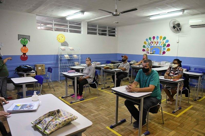 EDUCAÇÃO DE JOVENS E ADULTOS TEM VOLTA ESCALONADA ÀS AULAS PRESENCIAIS